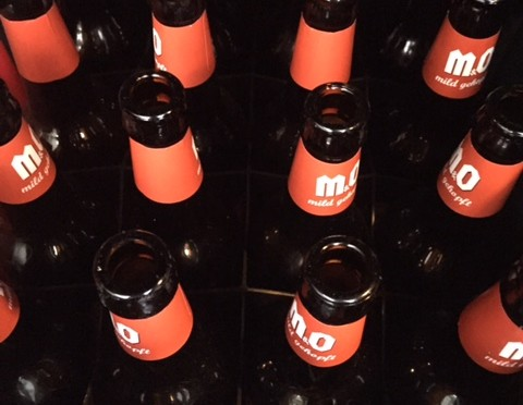 1.000 geöffnete Bierflaschen